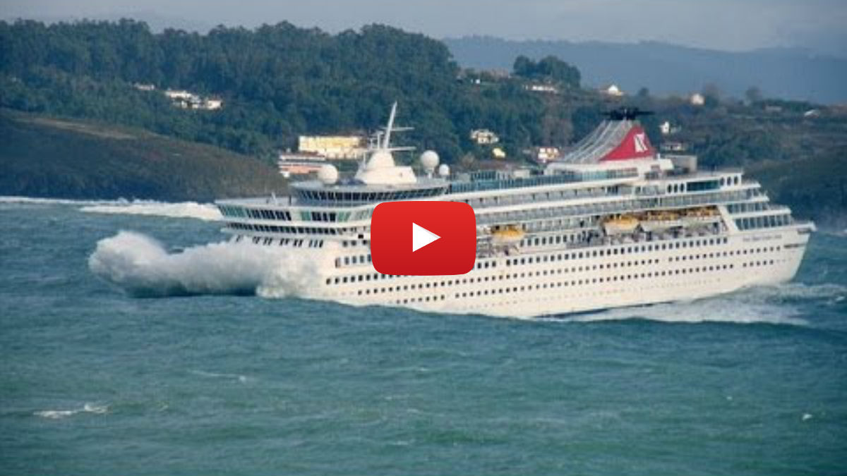 Crazy Boat Crashes Caught On Camera   Vinemoments