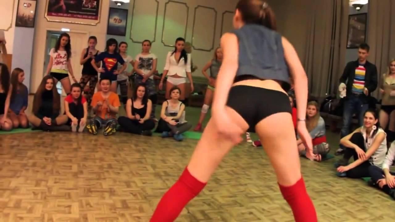 Видео видеоролик танец одинокой большой попки пиздой